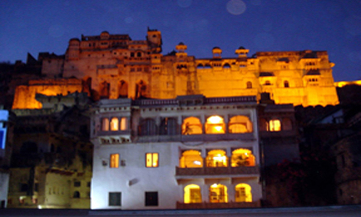 View of Haveli in the back drop of Bundi Palace